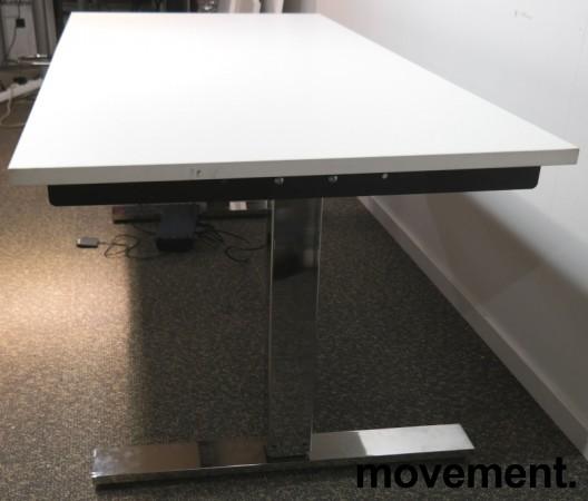 Skrivebord med elektrisk hevsenk i hvitt / krom fra Horreds, 160x80cm, pent brukt understell med ny plate bilde 2