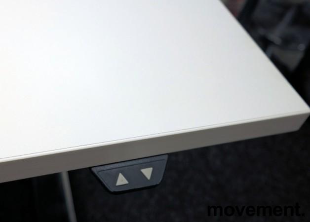 Skrivebord med elektrisk hevsenk i hvitt / krom fra Horreds, 160x80cm, pent brukt understell med ny plate bilde 4
