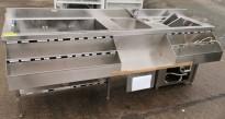 Arbeidsbenk / barmodul i rustfritt stål, med spritrack / flaskerack, kum og kjøl, 218,5cm bredde, pent brukt