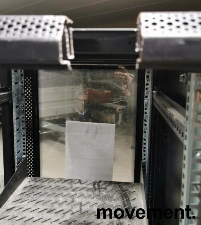 Toten rackskap / patcheskap for 19toms utstyr, 42units, 205cm høyde, godt brukt bilde 3