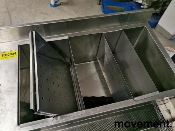 Arbeidsbenk / barmodul i rustfritt stål, med spritrack / flaskerack, kum og brønner, 210cm bredde, pent brukt bilde 7