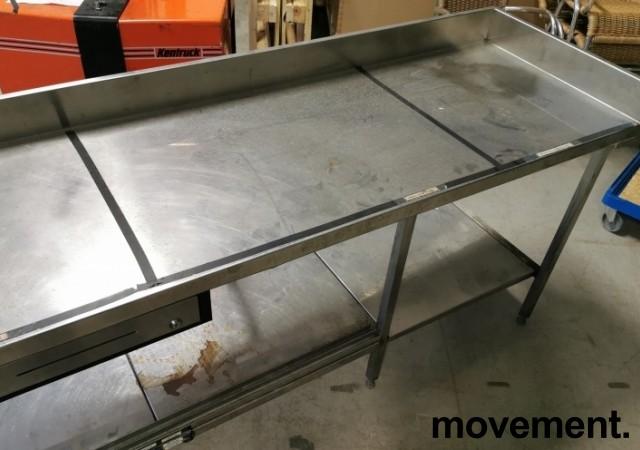 Arbeidsbenk hjørne / barmodul i rustfritt stål, med spritrack / flaskerack, kum og brønner, 185x249cm, pent brukt bilde 5