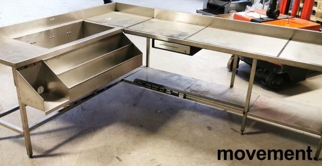 Arbeidsbenk hjørne / barmodul i rustfritt stål, med spritrack / flaskerack, kum og brønner, 185x249cm, pent brukt bilde 6
