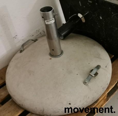 Solid, stor og tung parasollfot i betong, Ø=80cm,  passer opp til ca 70mm stang, pent brukt bilde 5