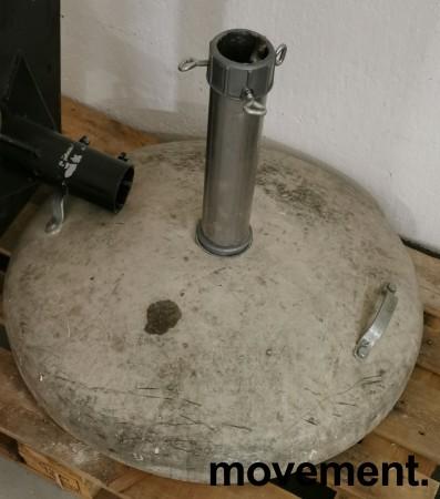 Solid, stor og tung parasollfot i betong, Ø=80cm,  passer opp til ca 70mm stang, pent brukt bilde 4