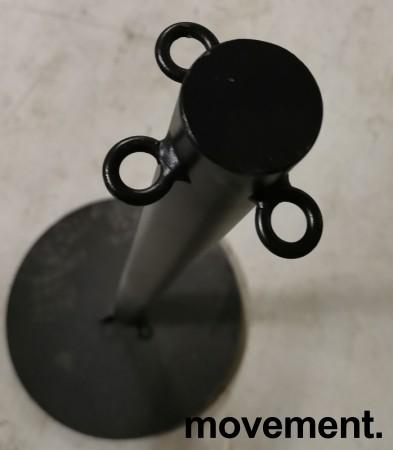 Sperrestolpe / gjerdestolpe i sort / køordner, for inngangsparti i restaurant e.l.l, pent brukt bilde 2