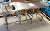 Arbeidsbenk i rustfritt stål 182,5cm bredde, 65cm dybde, 90cm høyde, kum på v.s, pent brukt