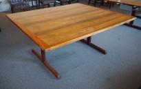 Møtebord i palisander, 160x140cm, lekkert retro-bord fra Nesjestranda Møbelfabrikk / Bruksbo, pent brukt