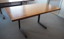 Møtebord i palisander, 140x70cm, lekkert retro-bord fra Nesjestranda Møbelfabrikk / Bruksbo, pent brukt