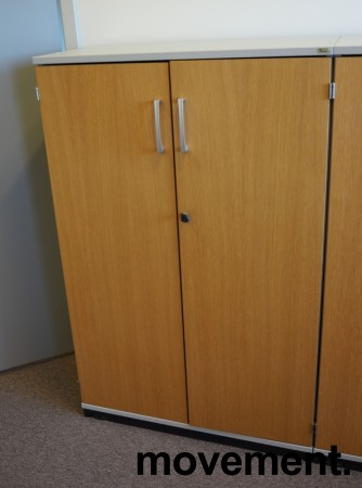 Kinnarps E-serie skap, dører i eik finer, skrog i lys grå, 3 permhøyder, bredde 80cm, høyde 125cm, pent brukt bilde 1