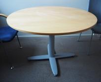 Rundt møtebord med eikefiner bordplate fra Kinnarps T-serie, Ø=110cm, H=73cm, grått X-understell, pent brukt