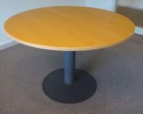 Rundt møtebord med bøk finer bordplate fra Kinnarps E-serie, Ø=110cm, H=72cm, grått understell, pent brukt