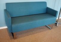 2-seter loungesofa i turkis stoff / krom fra Materia, Modell: Monolite, 2seter sofa, design: Sandin & Bülow, pent brukt