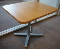 Loungebord i eik / grålakkert metall, Materia Centrum-serie, 70x60cm, H=61, pent brukt