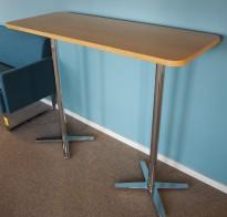 Barbord / stålbord fra Materia, Centrum-serie, 135x52cm plate i eik / ben i krom, 108cm høyde, pent brukt