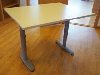 Kompakt skrivebord, Kinnarps T-serie i lys grå, 100x80cm, pent brukt
