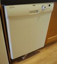Zanussi oppvaskmaskin i hvitt, ZDF3013, pent brukt