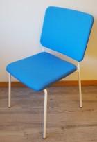 Konferansestol / møteromsstol i blått stoff / hvitt fra Edsbyn, modell Feather, pent brukt