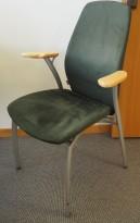 Møteromsstol fra Kinnarps, mod Plus 375 i mørkt grønt mikrofiberstoff / grålakkert metall / sort armlene, pent brukt