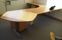 Kinnarps hjørneløsning skrivebord i bøk, 295x240cm, sving på venstre side, T-serie, pent brukt
