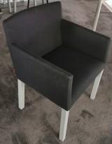 Arper Masai Dining Chair design-stol i sort stoff, armlener, pent brukt