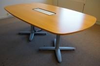 Møtebord i eik finer, Kinnarps T-serie, 200x120cm, passer 6-8personer, pent brukt