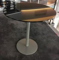 Lekkert, rundt bord fra Pedrali med sort glassplate, Ø=70cm, H=71cm, pent brukt