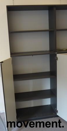 Skap / reol i mørk grå / lys grå front, Kinnarps E-serie, 5 høyder, bredde 80cm, høyde 203cm, pent brukt bilde 3