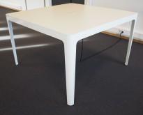 Barbord i hvitt fra Materia, modell AVA, 140x140cm, høyde 87cm, pent brukt
