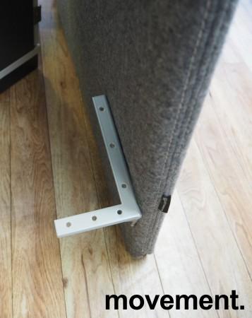 Götesons bordskillevegg 80x67cm i grått stoff. Pent brukt bilde 4