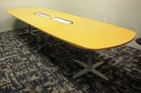 Kinnarps T-serie møtebord / konferansebord i eik, 360x120cm, passer 12-14personer, pent brukt