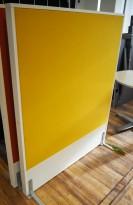 Frittstående skillevegg fra Edsbyn, hvit ramme / gult stoff, 120x145cm, pent brukt