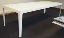 Barbord i hvitt fra Materia, modell AVA, 300x110cm, høyde 87cm, pent brukt