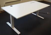 Skrivebord med elektrisk hevsenk i hvitt fra Kinnarps, Oberon, 160x80cm, pent brukt