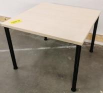 Loungebord i bjerk / sort, Kinnarps Combine, 60x60cm, høyde 45cm, pent brukt