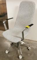 Konferansestol på hjul fra Skandiform i gråmønstret stoff / krom understell, armlener, pent brukt