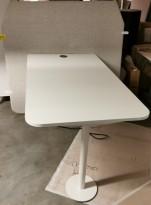Skjermvegg med møtebord i grått / hvitt fra Kinnarps, modell Fields, pent brukt