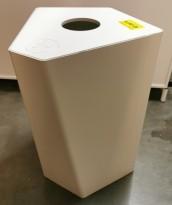 Søppelbøtte / papirkurv / kildesortering for panteflasker i hvitt fra Trece, pent brukt