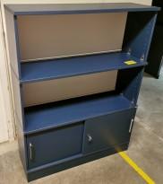 Kontorseksjon fra Kinnarps Space Serie i dyp blå farge, 100cm bredde, 130,5cm høyde, pent brukt