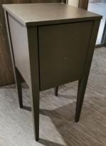 Pidestall / liten hylle med skuff malt i sort farge, pent brukt
