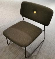Lekker loungestol fra Blå Station, modell Dundra S72, gråsort stoff, sorte vanger, pent brukt