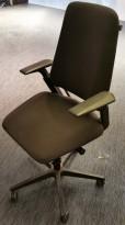 Savo S3 kontorstol i sort stoff / sort kryss, med armlener, pent brukt
