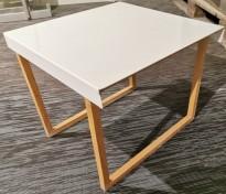 Pidestall fra Habitat / lite stativ i eik med hylle i hvitlakkert stål, pent brukt