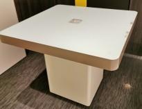 Messebord / butikkbord med LED-lys og glassplate, stikkontakter i midten, pent brukt