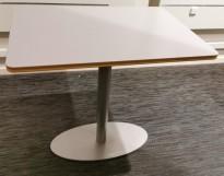 Solid loungebord med lys grå bordplate 60x80cm, høyden er 72,5cm (justerbar), pent brukt