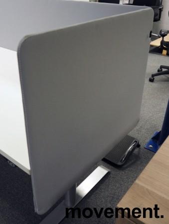 Bordskillevegg / skjermvegg for skrivebord, lyst grått stoff, 80x66cm, pent brukt bilde 1