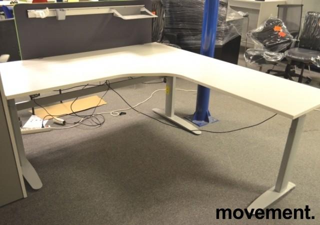 Hjørneløsning / skrivebord med elektrisk hevsenk fra Linak i hvitt, 200x200cm, pent brukt understell og ny / ubrukt plate bilde 5