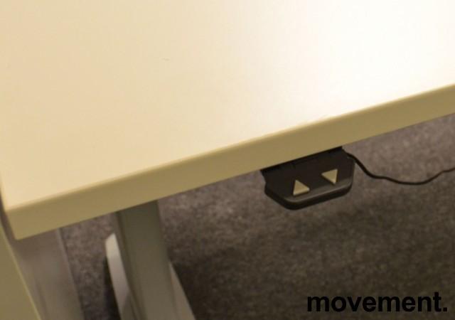 Hjørneløsning / skrivebord med elektrisk hevsenk fra Linak i hvitt, 200x200cm, pent brukt understell og ny / ubrukt plate bilde 2
