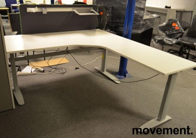 Hjørneløsning / skrivebord med elektrisk hevsenk fra Linak i hvitt, 200x200cm, pent brukt understell og ny / ubrukt plate bilde 4
