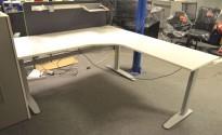 Hjørneløsning / skrivebord med elektrisk hevsenk fra Linak i hvitt, 200x200cm, pent brukt understell og ny / ubrukt plate